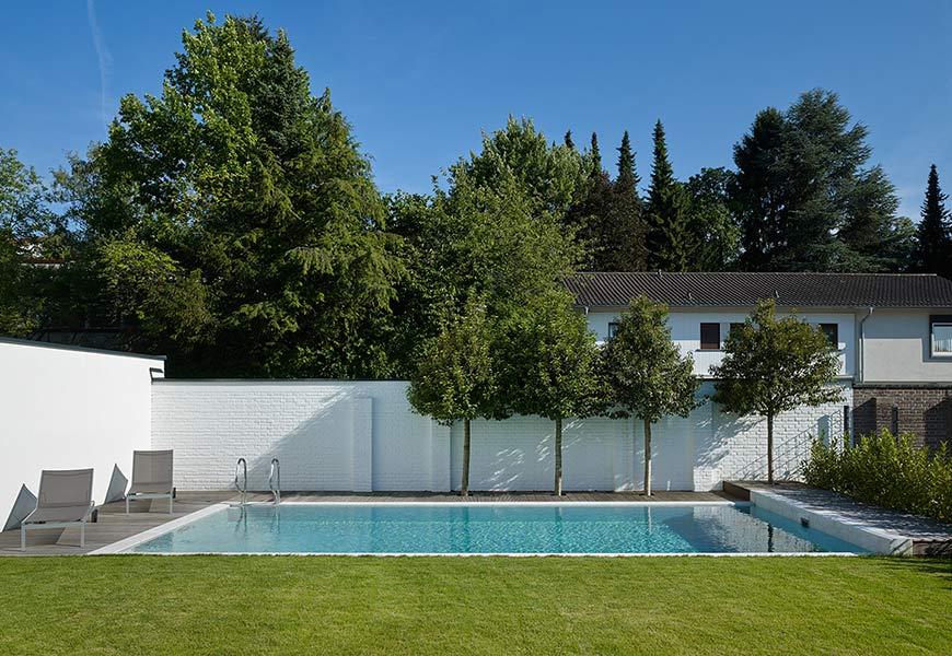neubau eines einfamilienwohnhauses mit einliegerwohnung doppelgarage und pool. Black Bedroom Furniture Sets. Home Design Ideas
